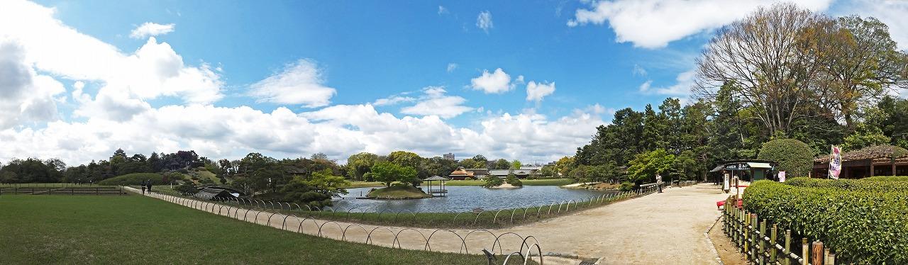 s-20150415 後楽園今日の茶畑前から眺めた園内ワイド風景 (1)