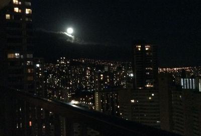 夜景と満月