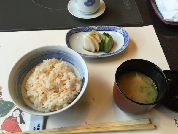 蟹飯と湯葉味噌汁と漬物10