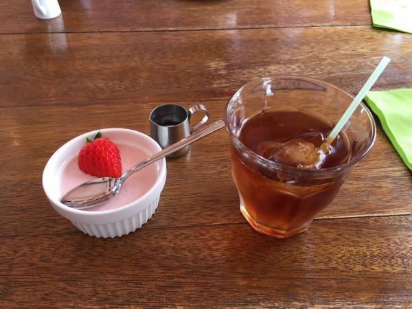 アイスティーと苺のババロア10