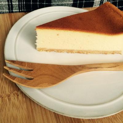【ベイクドチーズケーキ】 滑らかしっとりしたチーズケーキ