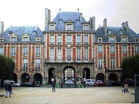 280px-PA060173_Paris_Place_des_Vosges_Pavillon_de_la_Reine_reduct01.jpg