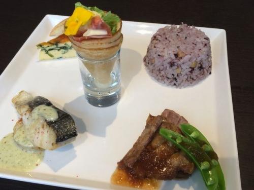 2015-04-15アラモードのランチ_さわら、豚肉、五穀米、キッシュ