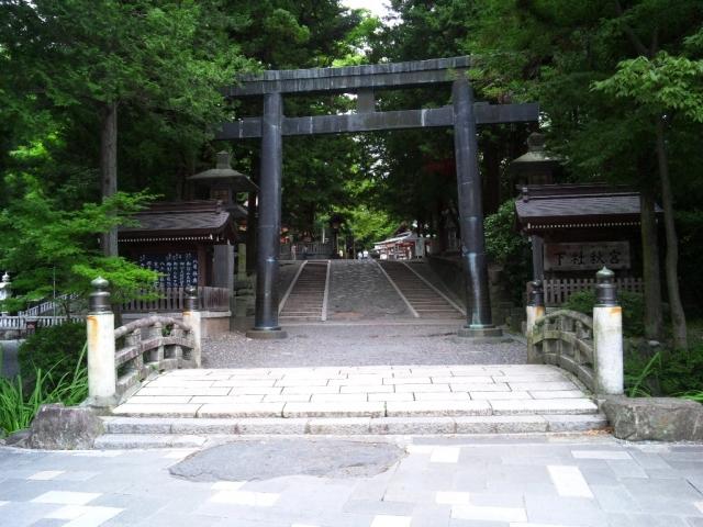 諏訪大社 下社秋宮の参道橋