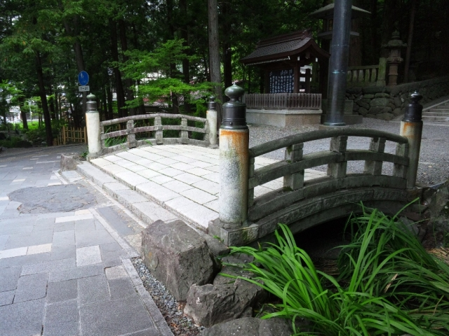 諏訪大社 下社秋宮の参道橋 (2)