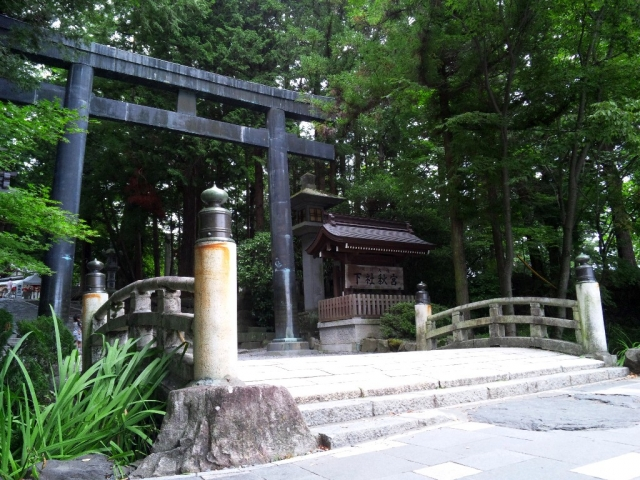 諏訪大社 下社秋宮の参道橋 (5)