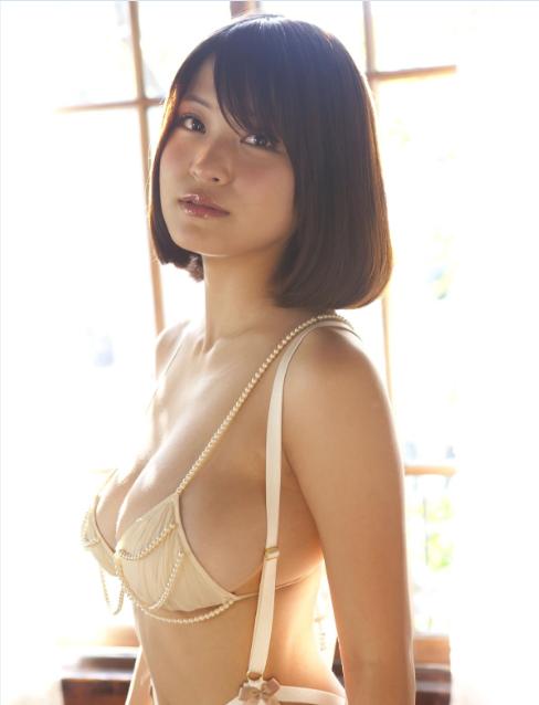 衝撃の横乳!岸明日香ちゃんのセクシー画像集!01_20151002232436c9e.png