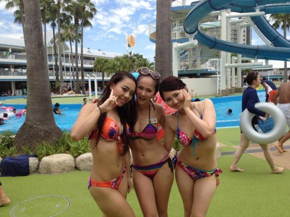 夏になると海辺に増殖する水着ギャルのエロ画像04_20150915162327132.jpg