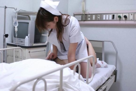 エッチな看護師さんのエロ画像04_201509170010308a9.jpg