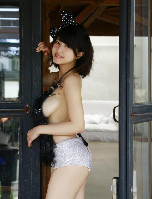 衝撃の横乳!岸明日香ちゃんのセクシー画像集!04_201510022324435ea.png
