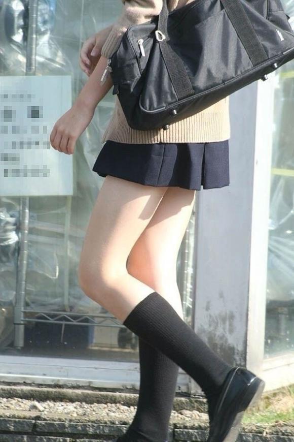 ちょ…スカートが短すぎるJKってwwwパンツ見られたいの?wwwww04_201510071635183e5.jpg