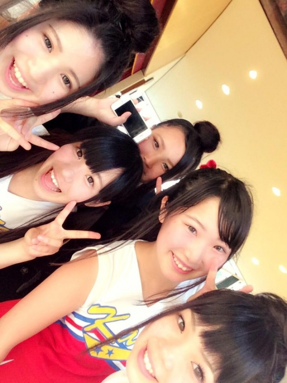 ラグビー日本代表五郎丸選手にサイン入りユニフォームをもらったという西田麻衣ちゃんがエロい体つきをしているwww04_20151021011304768.jpg