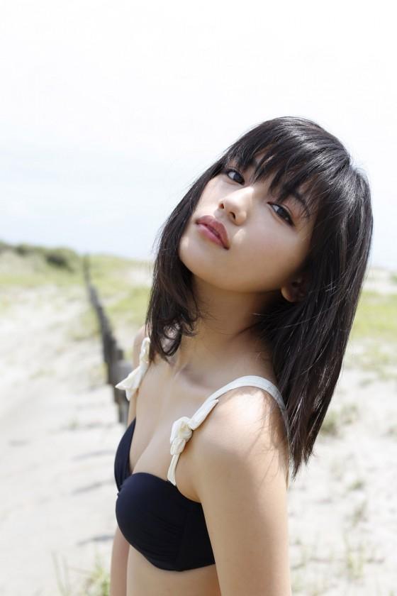 ちっぱい&プリケツが最高にかわいい!川口春奈ちゃんのグラビア画像を50枚集めました!!!05_20151021080143c6c.jpg