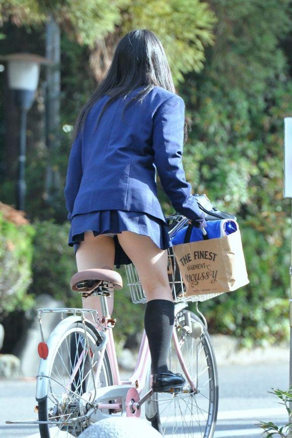 【エロ画像まとめ】JKのパンチラエロ画像が見たい!06_20151023181920d60.jpg