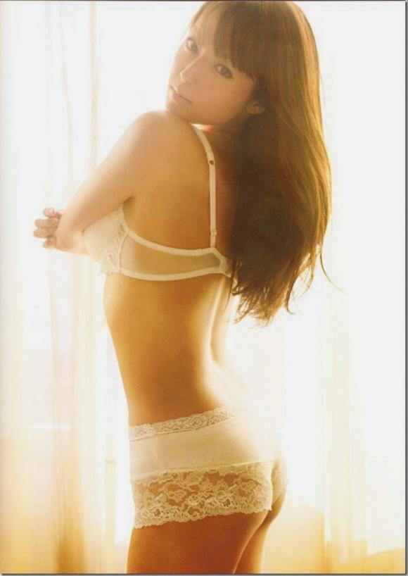 ステキな金縛りで素晴らしい谷間を披露してたフカキョンこと深田恭子のエロ画像集07_201510242338225d4.jpg