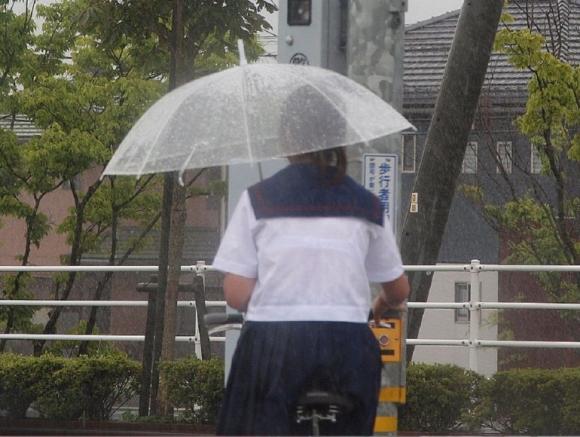 雨などで濡れてるJKをエロく見る08_20150916153254c76.jpg