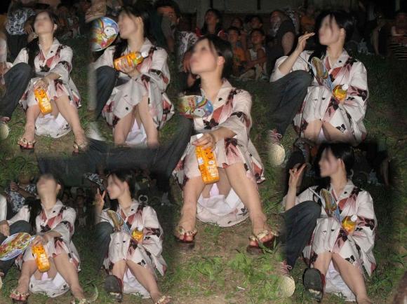 花火を見上げて無防備になりすぎてる素人娘たちの浴衣パンチラ!!!08_201510060049457c5.jpg