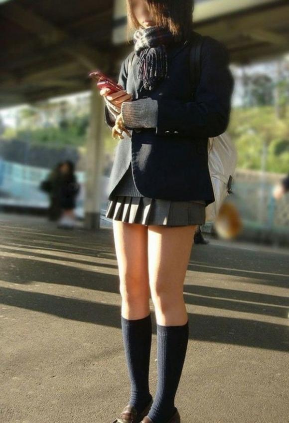 ちょ…スカートが短すぎるJKってwwwパンツ見られたいの?wwwww08_20151007163659581.jpg