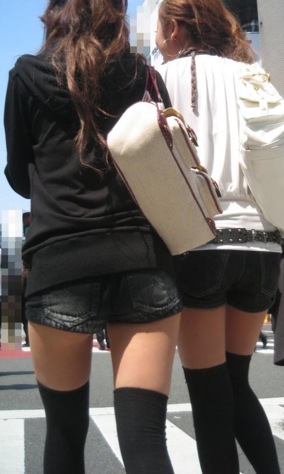 そろそろあまり見かけなくなった女の子のホットパンツ姿はマジでエロい10_20150905040104579.jpg