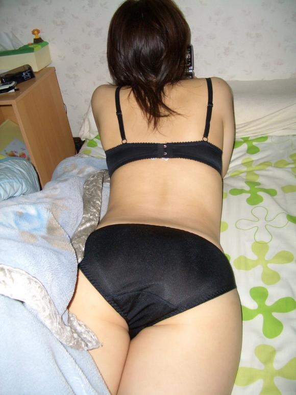 大人の色気を感じる黒下着をつけてる女の子のエロ画像②11_20150916221605f6d.jpg