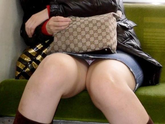 セックス真っ最中で快楽に没頭している女の子たちwww12_20151021162953898.jpg