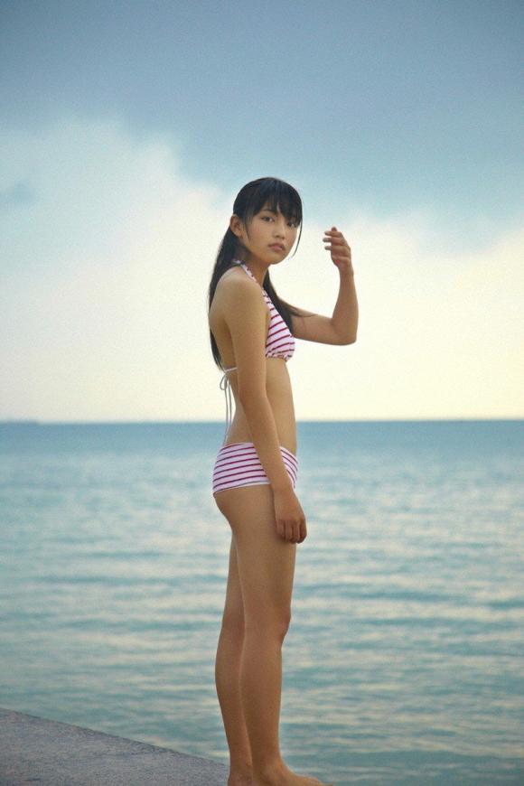 ちっぱい&プリケツが最高にかわいい!川口春奈ちゃんのグラビア画像を50枚集めました!!!16_20151021080451454.jpg