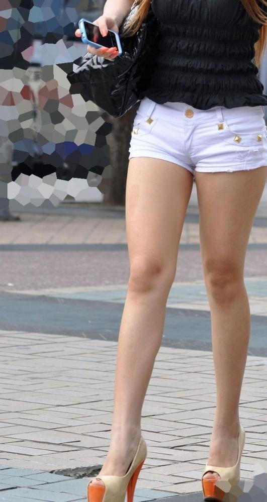 そろそろあまり見かけなくなった女の子のホットパンツ姿はマジでエロい②17_20150905205507b34.jpg