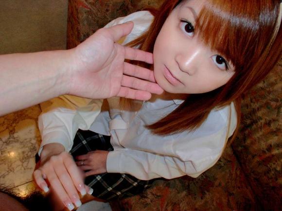 『もう出ちゃうの?』って良いながら優しい手コキをしてくれる女の子ってwww19_20151009151049801.jpg