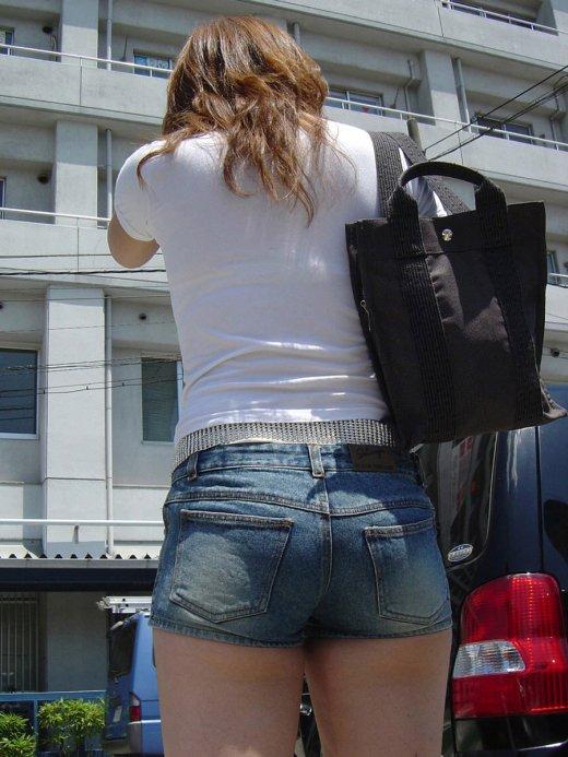 そろそろあまり見かけなくなった女の子のホットパンツ姿はマジでエロい③26_20150905210356dca.jpg