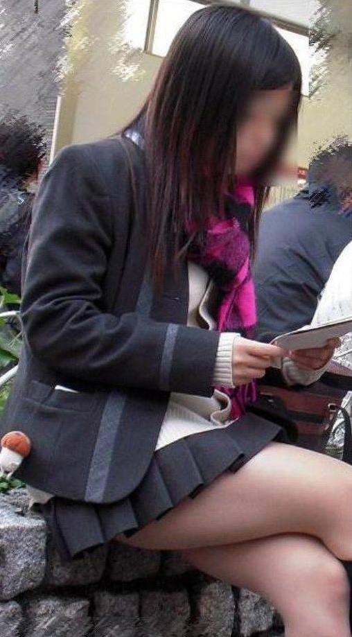 ちょ…スカートが短すぎるJKってwwwパンツ見られたいの?wwwww26_201510071639427ef.jpg