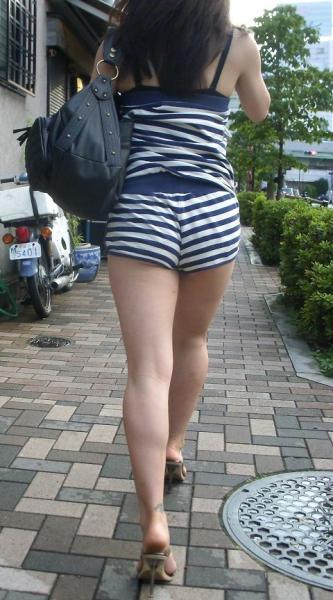 そろそろあまり見かけなくなった女の子のホットパンツ姿はマジでエロい③28_20150905210358039.jpg