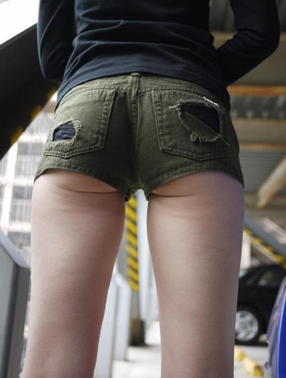 そろそろあまり見かけなくなった女の子のホットパンツ姿はマジでエロい③29_2015090521040055c.jpg