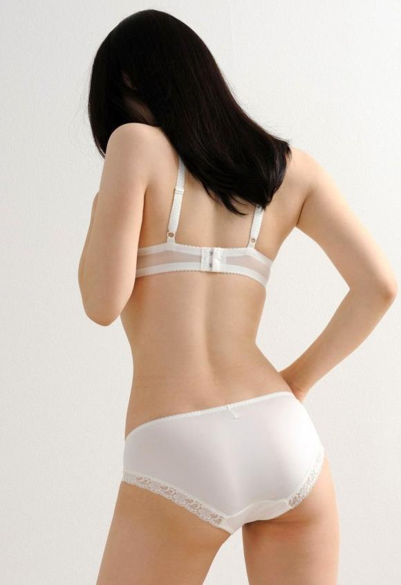 清純そうに見えるけどとてもエロい!白い下着のかわいい女の子たち!29_20150928051205471.jpg