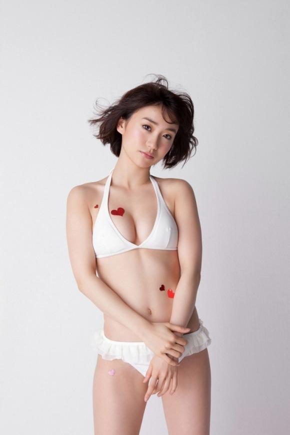 元AKB48大島優子が半ケツ手ブラのエロ画像を量産してる件www30_20151027023655f4b.jpg