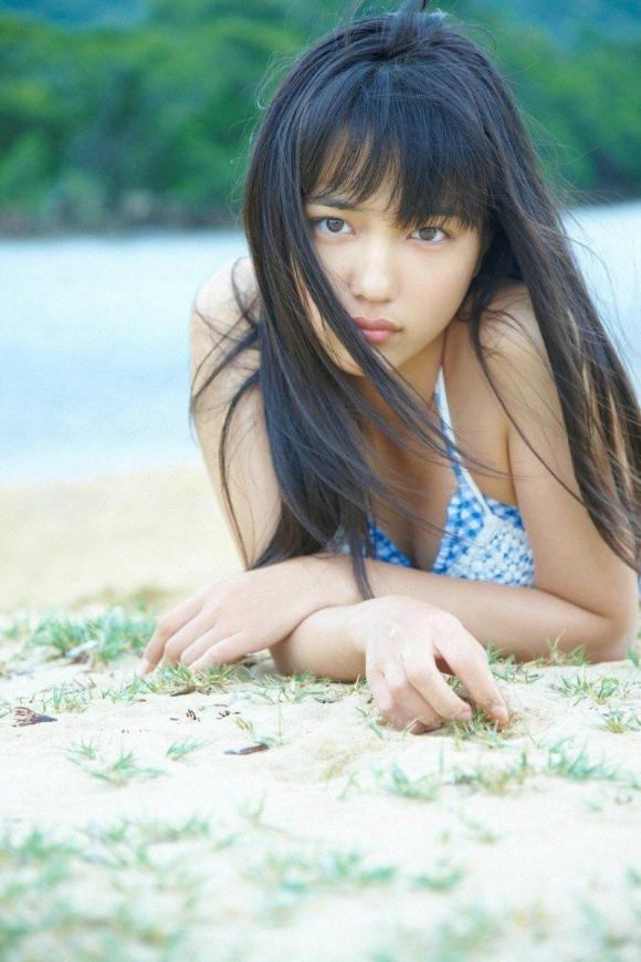ちっぱい&プリケツが最高にかわいい!川口春奈ちゃんのグラビア画像を50枚集めました!!!32_20151021080648944.jpg
