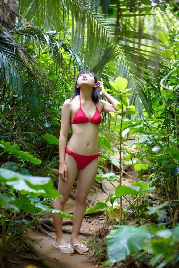 ちっぱい&プリケツが最高にかわいい!川口春奈ちゃんのグラビア画像を50枚集めました!!!36_20151021080711f7a.jpg