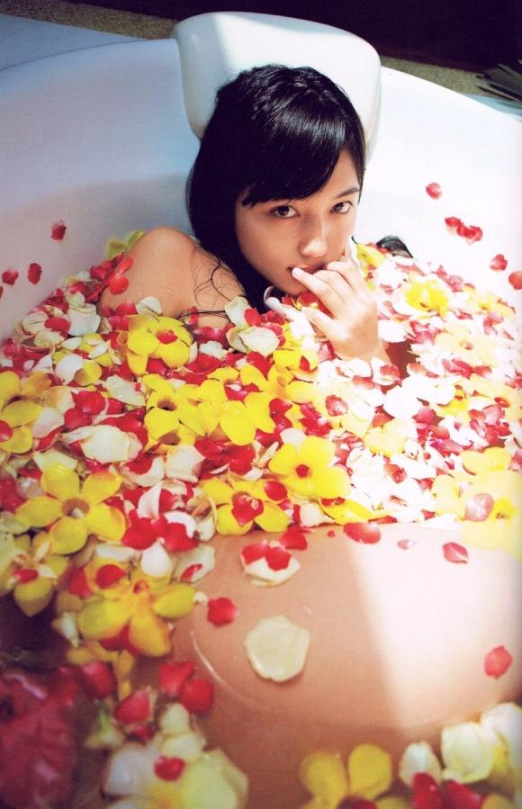 ちっぱい&プリケツが最高にかわいい!川口春奈ちゃんのグラビア画像を50枚集めました!!!48_201510210808124f8.jpg