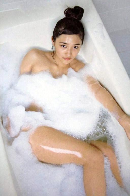 ちっぱい&プリケツが最高にかわいい!川口春奈ちゃんのグラビア画像を50枚集めました!!!50_201510210808149a4.jpg