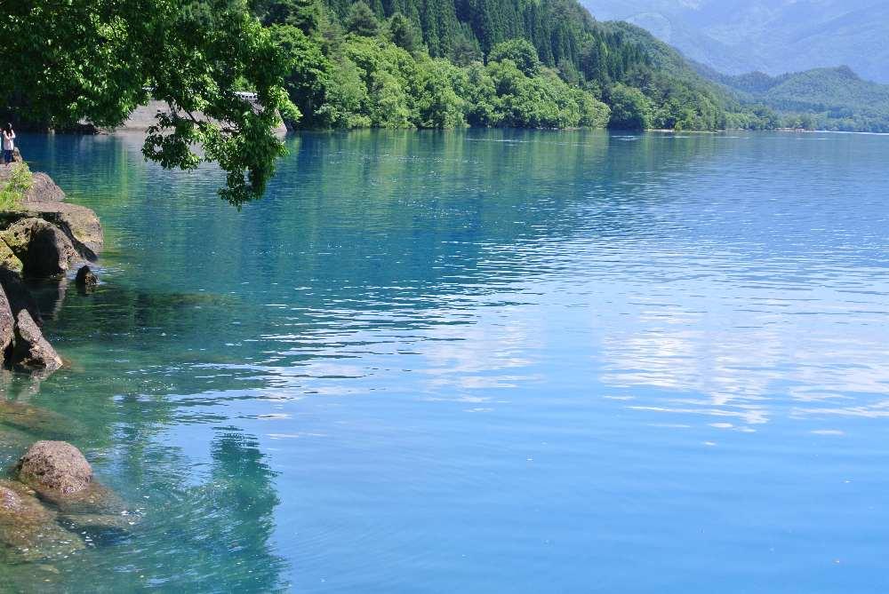 田沢湖湖畔
