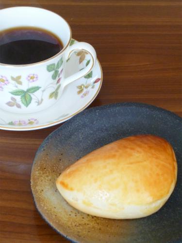 コーヒーとクリームパン