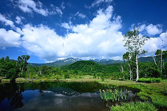 まいめの池に映える乗鞍岳
