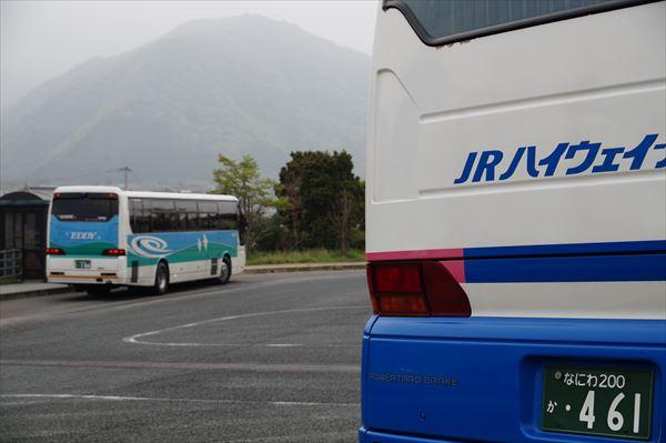 徳島バスが停車中