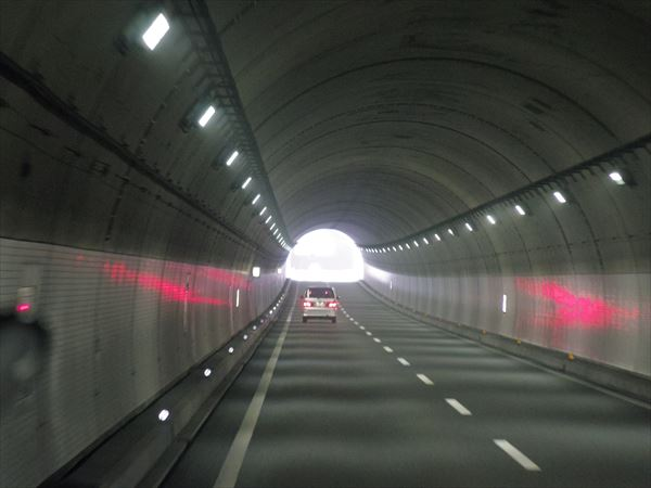 トンネルでもそこそこ写ります