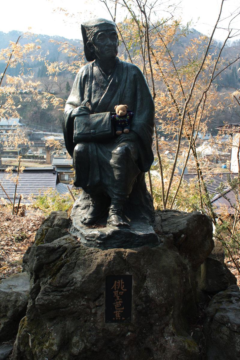 山寺 俳聖芭蕉像と