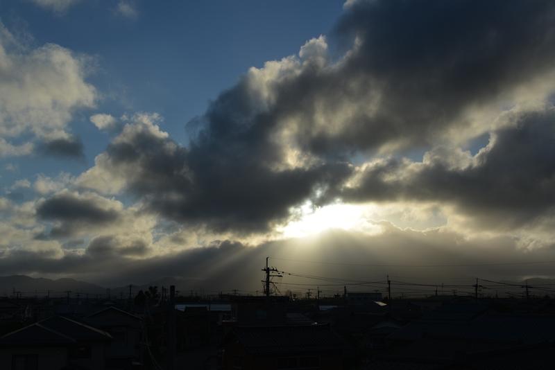 雲から射す-1