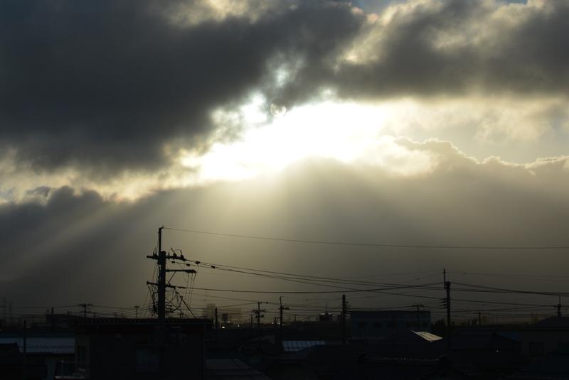 雲から射す-2