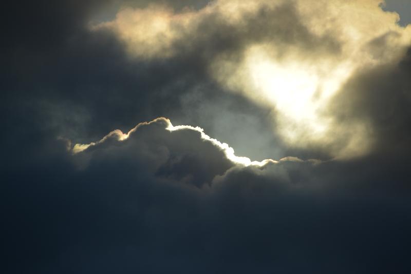 雲から射す-5