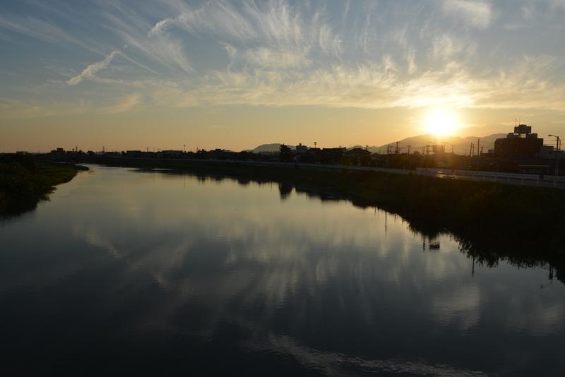 川の夕暮れ-1