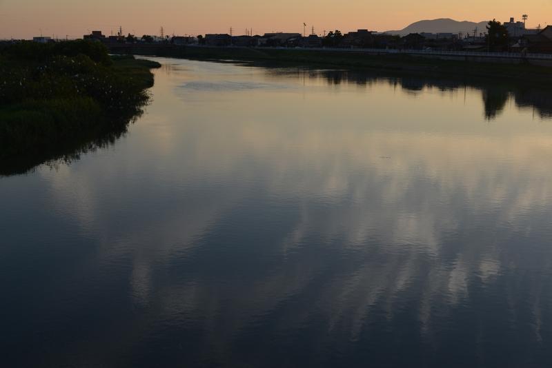 川の夕暮れ-3