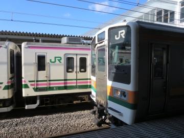 処変われば。電車のドアは乗客がボタン開閉!